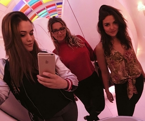 danielle campbell, felicite tomlinson, and fizzy tomlinson image