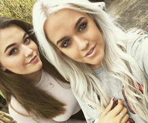 lottie tomlinson, felicite tomlinson, and one direction image