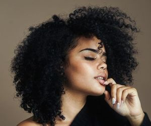natural hair, curly bangs, and curly fro image