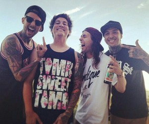 pierce the veil, band, and vic fuentes image