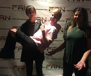 fans, meet and greet, and samandcolby image