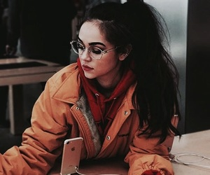 maggie lindemann and iphone image