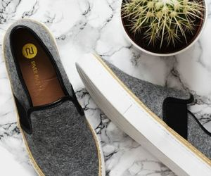 slip on shoes image