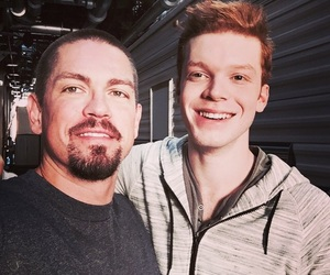 shameless, cameron monaghan, and steve howey image