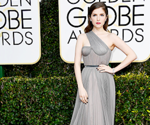 golden globes, red carpet, and anna kendrick image