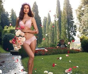 beautiful, model, and roses image