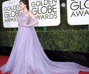 golden globes and hailee steinfeld image