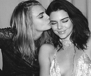 cake and kendall jenner image