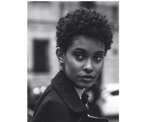 curly hair, short hair, and short hairstyles image