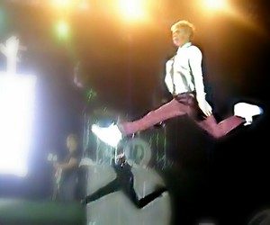 jump, meme, and niall image