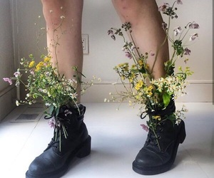 flowers, grunge, and aesthetic image