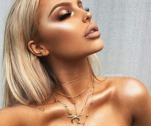 girls, highlight, and glow image