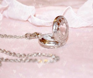 accessory, girly, and necklace image