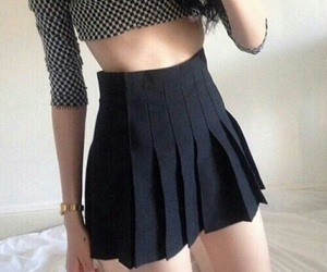 body, grunge, and outfit image