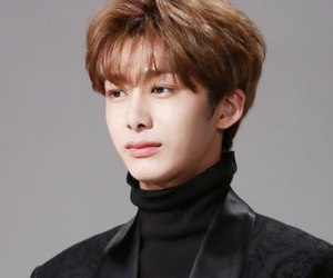 k-pop, korean boy, and hyungwon image