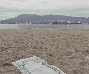 beach, islam, and prayer image
