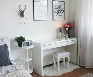 beauty, desk, and flowers image