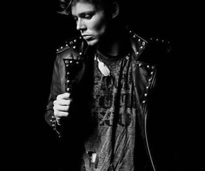 black and white, ashton irwin, and photo shoot image