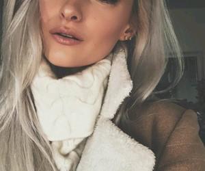 beautiful girl, youtubeuse, and inthefrow image