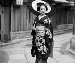 b&w, maiko, and geisha image