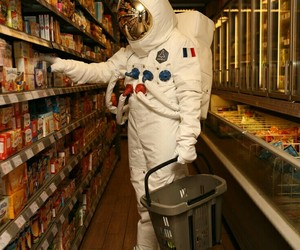 astronaut and shopping image