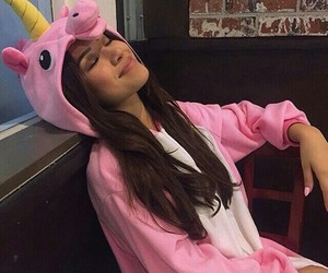 unicorn, pink, and zendaya image