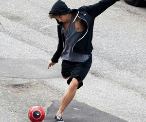 footboll, 1d, and louis tomlinson image