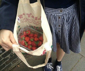 strawberry, tumblr, and pale image