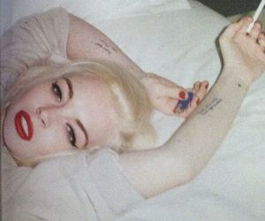 lindsay lohan, cigarette, and blonde image