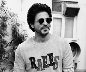 beauty, black and white, and shahrukh khan image