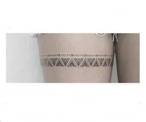 piernas, tatuajes, and mandalas image