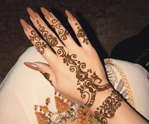 henna and nails image