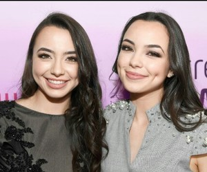 youtube, super pretty, and merrell twins image
