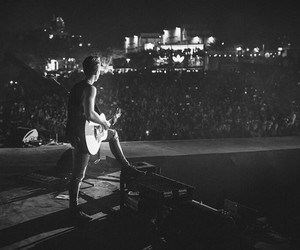 guitar, thevamps, and vocals image
