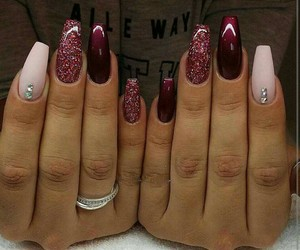 nails red image