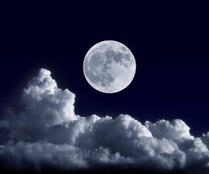 lune;nuage image