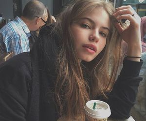girl, moda, and pale image