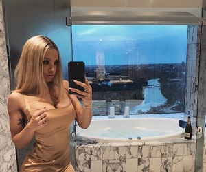 beauty and tammy hembrow image