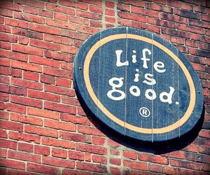 life is good, wall, and round image