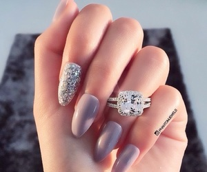 nails and jewellery image