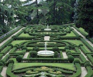 green and labyrinth image