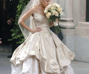 sex and the city, wedding dress, and Carrie Bradshaw image
