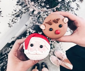 cupcakes, food, and christmas cupcakes image
