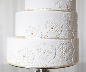 flowers, wedding cake, and pretty image