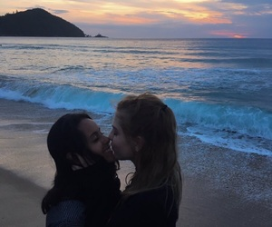 beach, beijo, and bff image
