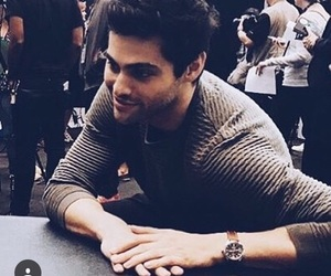 magnus, shadowhunters, and matthew daddario image