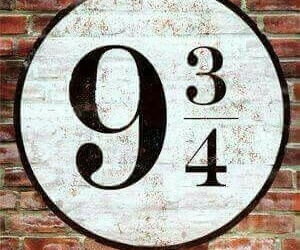 harry potter and 9 3 4 image