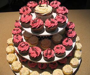 cream, icing, and cupcakes image