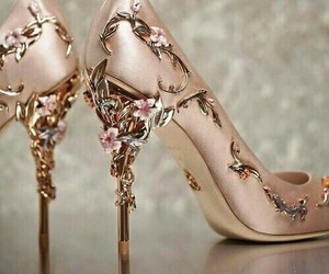 flowers, gold, and zapatos image