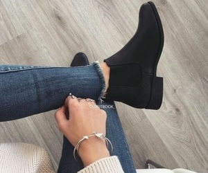 clothes, look, and botas image